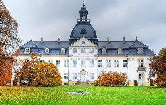 335x212px-Charlottenlund_Palace_4.jpg